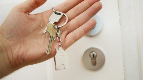 Для чего лучше обратиться в агентство при покупке квартиры